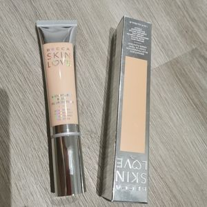 New in box Becca skin love weightless foundation